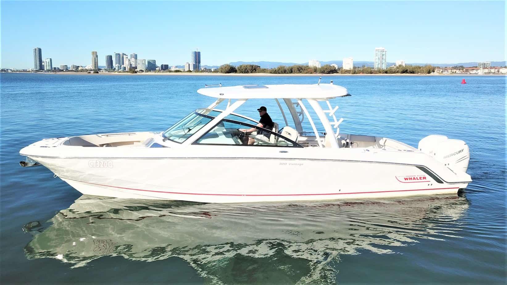 32' BOSTON WHALER 320 VANTAGE - Yachtsmen International
